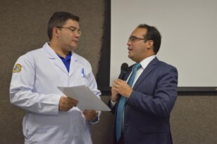 Sessão especial discute valorização do profissional de enfermagem