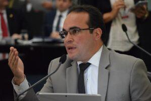 Deputado Davi Maia se posiciona contrário a regulamentação de aplicativo de transportes