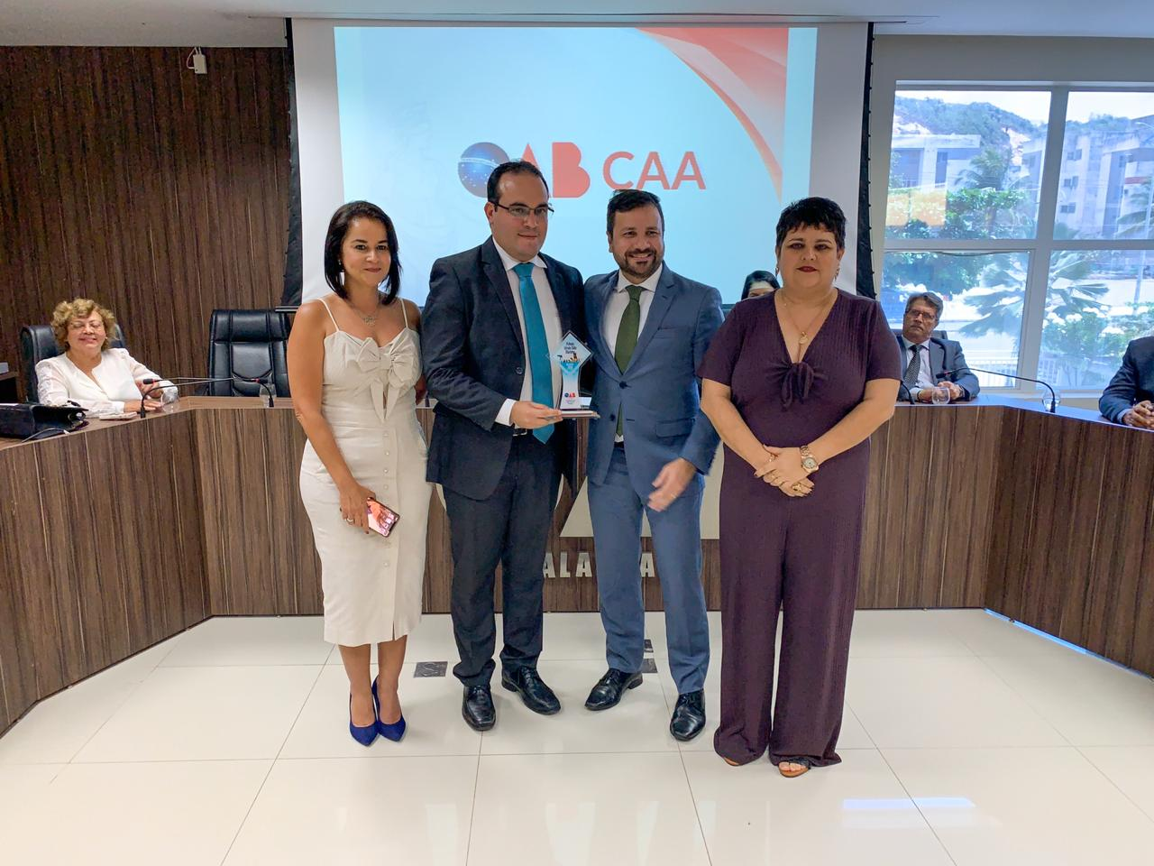 Davi Maia recebe prêmio da OAB/AL pela Causa Animal