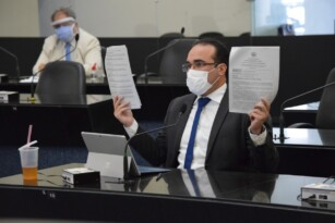 Documentos oficiais comprovam nepotismo no Lacen/AL e deputado propõe CPI