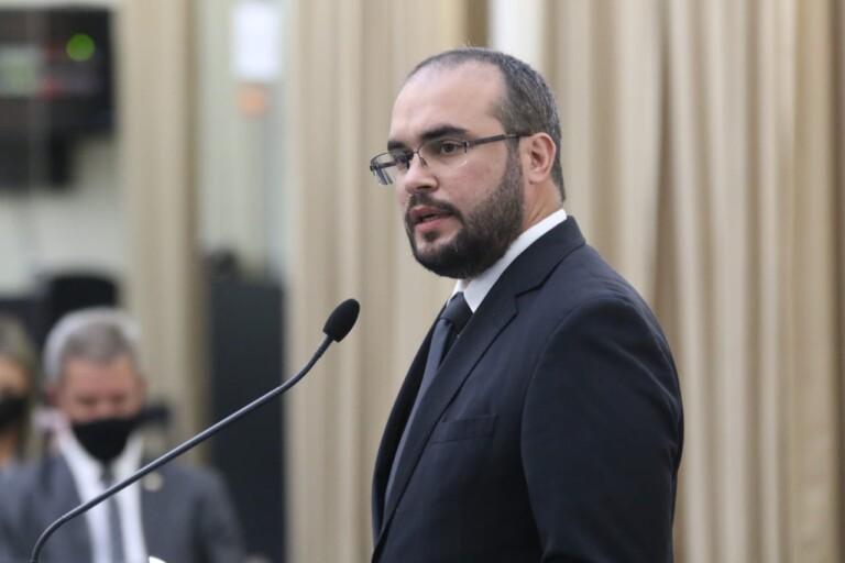 Davi Maia denuncia secretário executivo de Saúde de receber salário de R$70 mil por mês